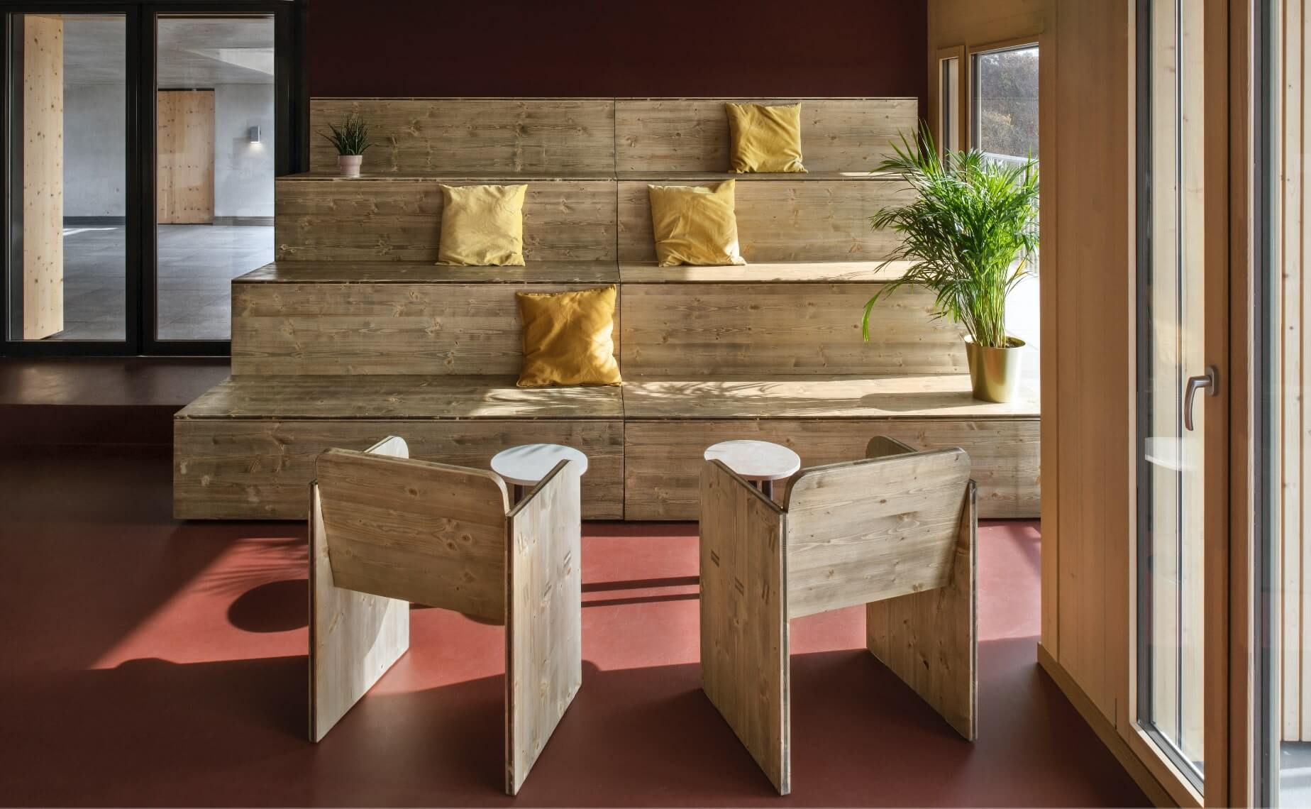 the modulable bleachers design bring a warm atmosphere