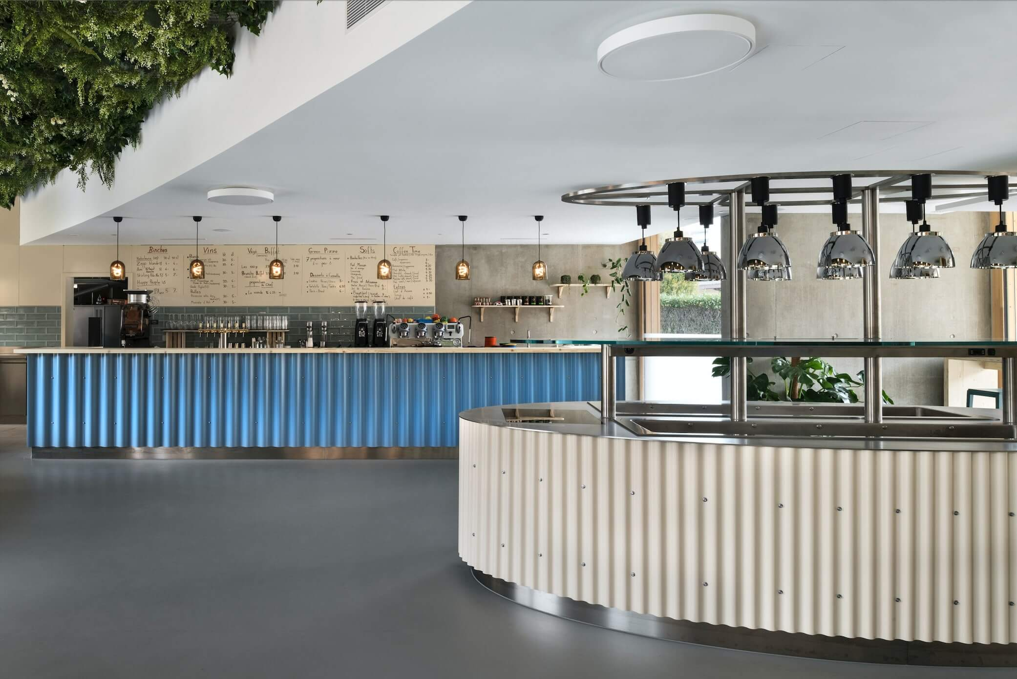 All the design of the furniture of the restaurant uses corrugated iron